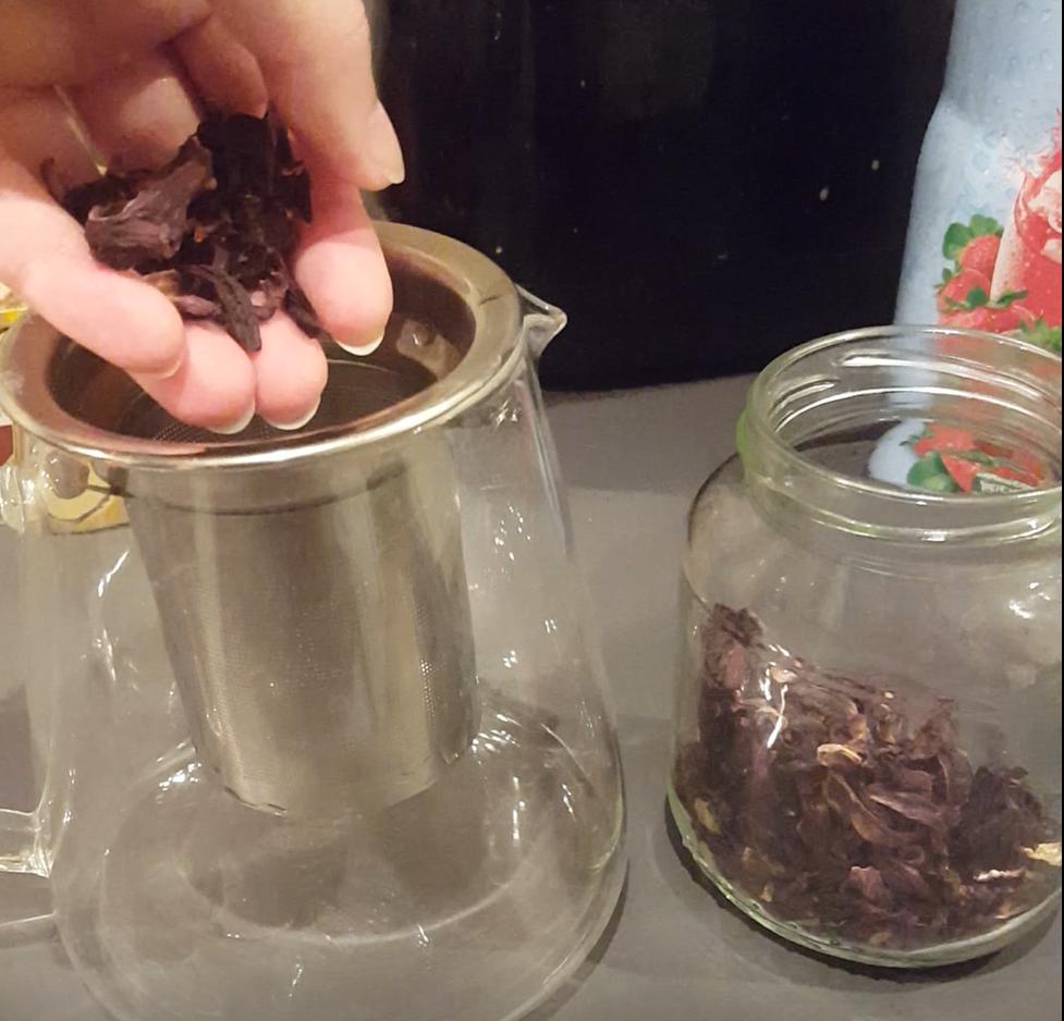 préparer son thé à l'hibiscus