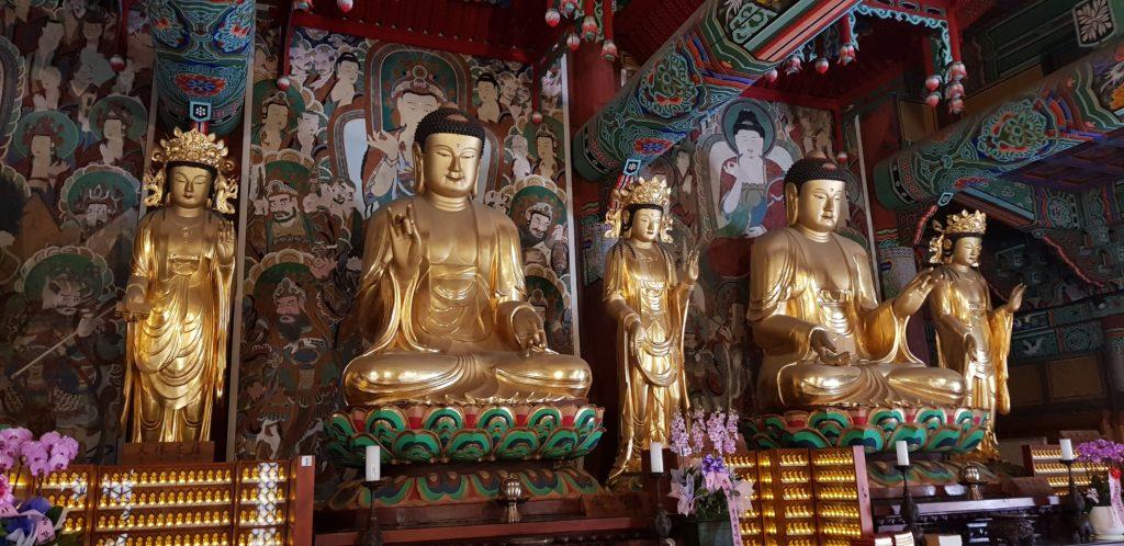 statues salle de prière