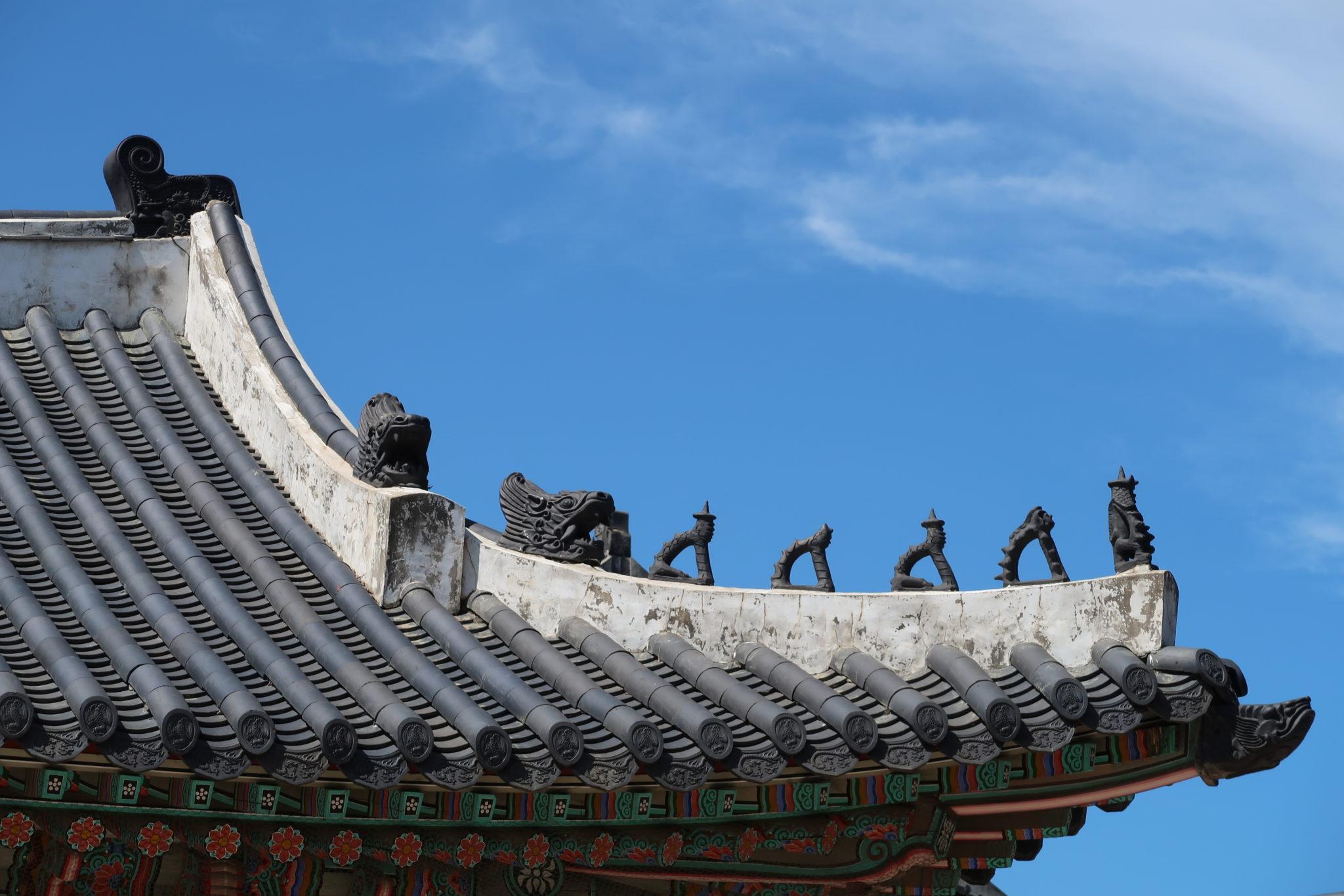 détails d'un toit du palais
